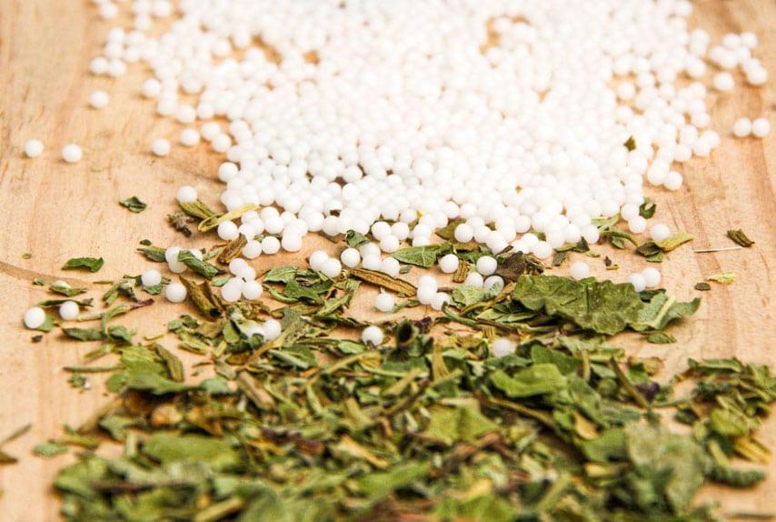 herbes plantes globules compléments alimentaires chiens